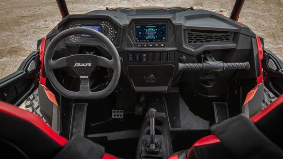 RZR XP® Turbo S - COCKPIT INSPIRÉE PAR LA COURSE